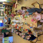 Onze giraffen ontbijten in de klas