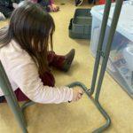 Techniek in de giraffenklas: we steken een karretje van de IKEA in elkaar